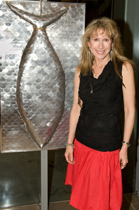wall based sculpture made from 100's of aluminium discs covering a fish shape made from hebel and wood with artist marie jonsson harrison